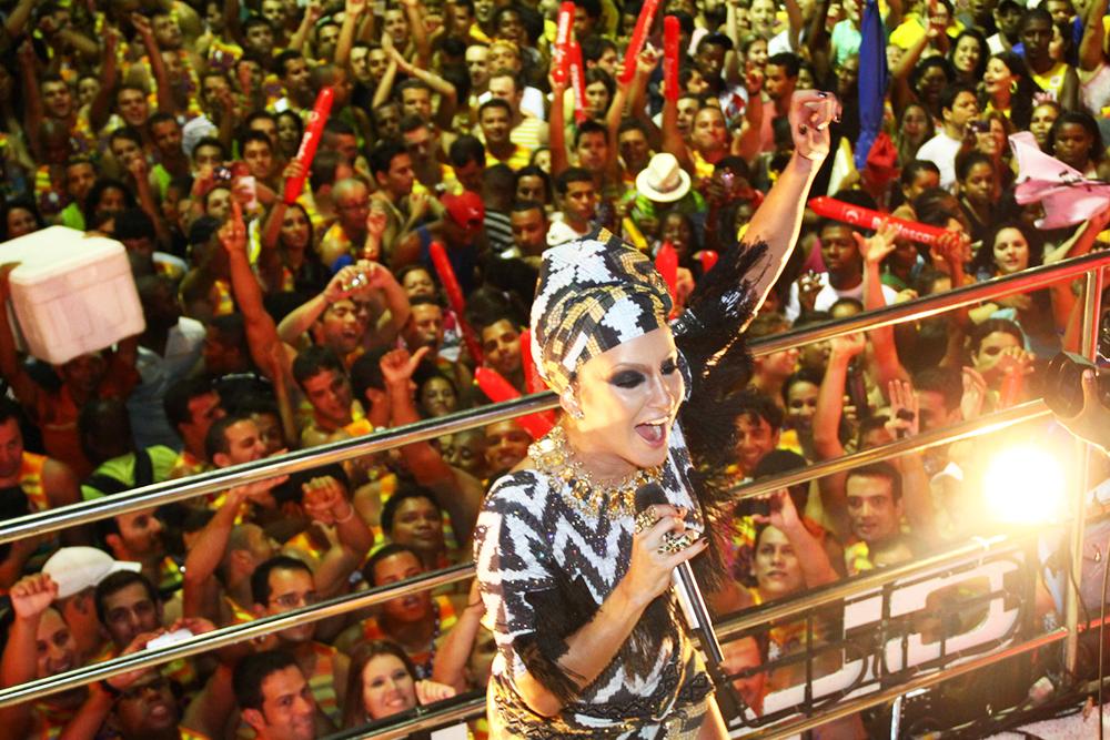 Claudia-Leite-Carnaval_Uniendo-Raices